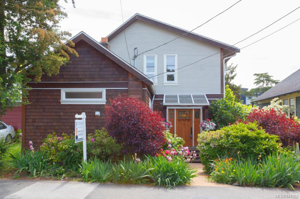 Main Photo: 149 St. Lawrence St in Victoria: Vi James Bay House for sale : MLS®# 841352