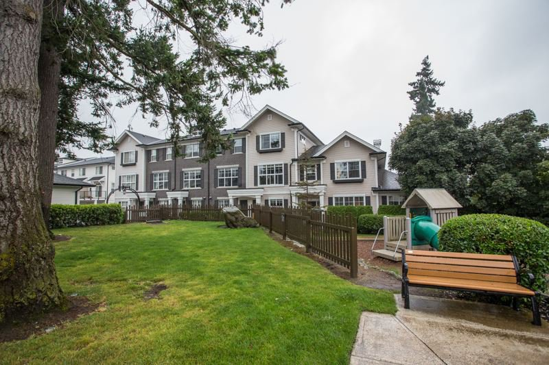 "Photo 18: Photos: 35 2469 164 Street in Surrey: Grandview Surrey Townhouse for sale in ""AbbeyRoad"" (South Surrey White Rock)  : MLS®# R2398912"