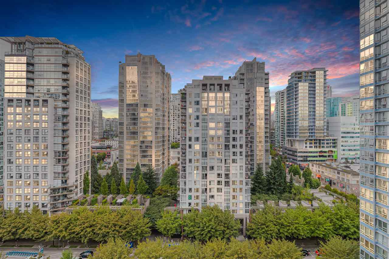 """Main Photo: 1809 939 EXPO Boulevard in Vancouver: Yaletown Condo for sale in """"MAX II"""" (Vancouver West)  : MLS®# R2491297"""