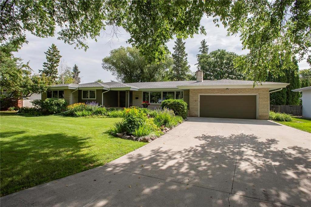Main Photo: 415 Laidlaw Boulevard in Winnipeg: Tuxedo Residential for sale (1E)  : MLS®# 202026300