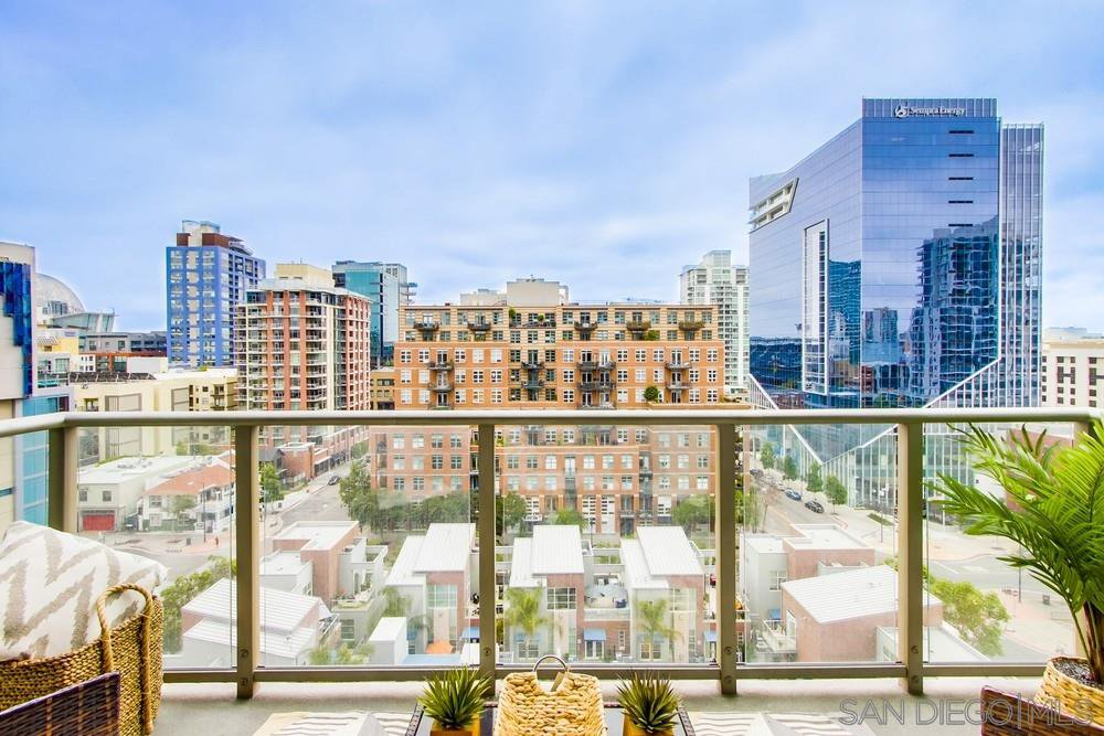 Main Photo: DOWNTOWN Condo for sale : 1 bedrooms : 800 The Mark Ln #1007 in San Diego