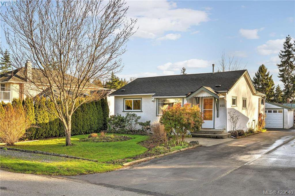 Main Photo: 569 Hurst Ave in VICTORIA: SW Glanford Single Family Detached for sale (Saanich West)  : MLS®# 832507