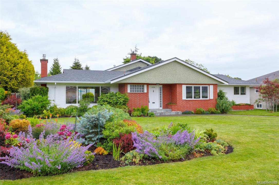 Main Photo: 2706 Dorset Rd in Oak Bay: OB Uplands House for sale : MLS®# 841020