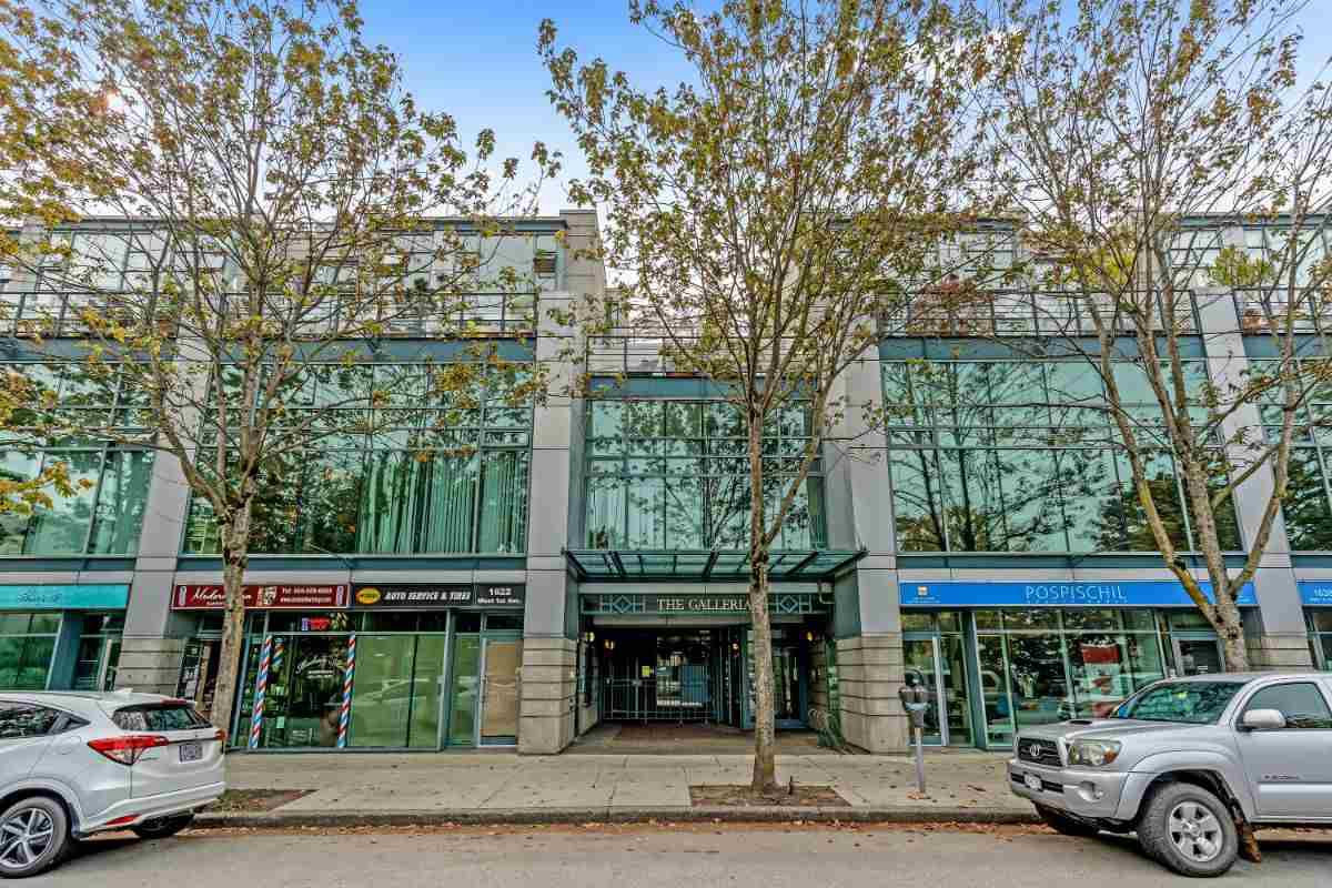 "Main Photo: 410 1630 W 1ST Avenue in Vancouver: False Creek Condo for sale in ""The Galleria"" (Vancouver West)  : MLS®# R2497368"