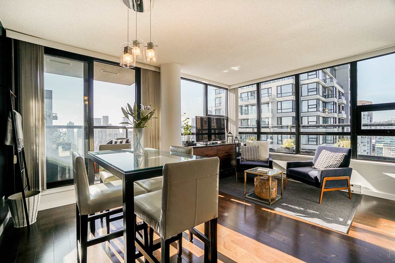 Main Photo: 2806 909 MAINLAND STREET in Vancouver: Yaletown Condo for sale (Vancouver West)  : MLS®# R2507980