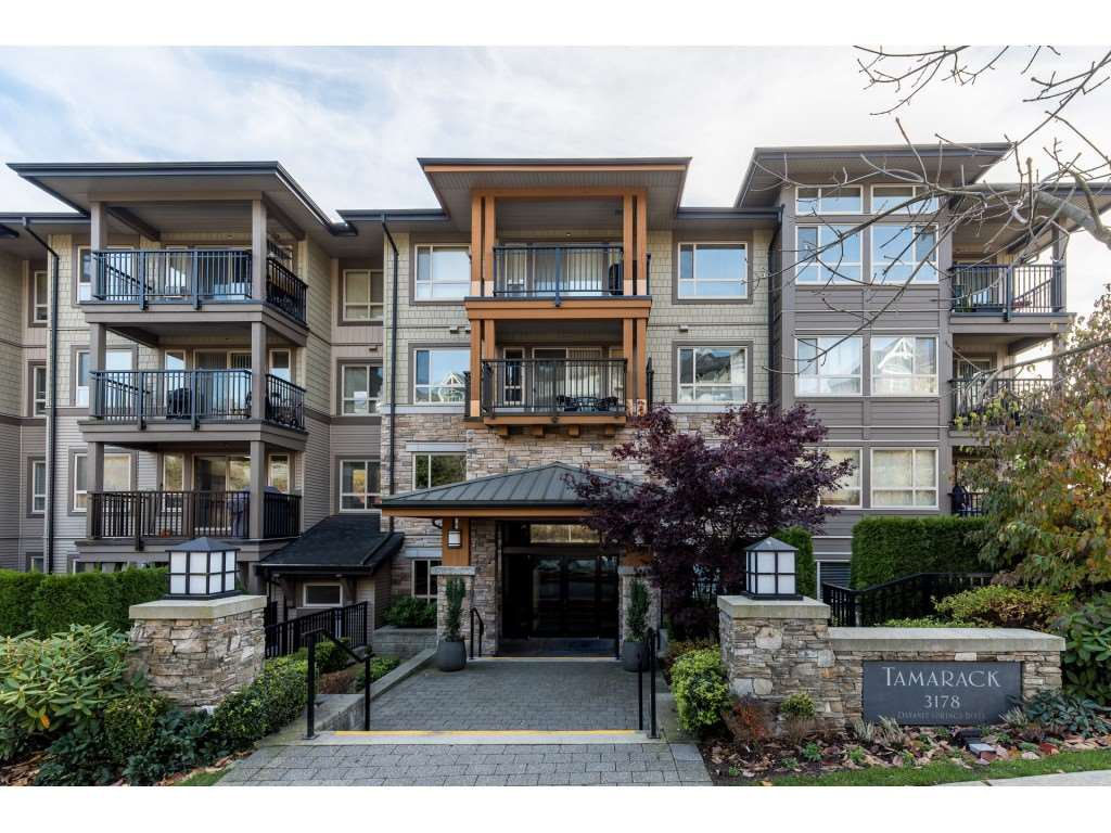 "Main Photo: 518 3178 DAYANEE SPRINGS Boulevard in Coquitlam: Westwood Plateau Condo for sale in ""Tamarack"" : MLS®# R2416860"