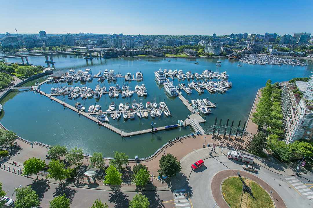 """Main Photo: 2002 1199 MARINASIDE Crescent in Vancouver: Yaletown Condo for sale in """"The Aquarius"""" (Vancouver West)  : MLS®# R2429674"""