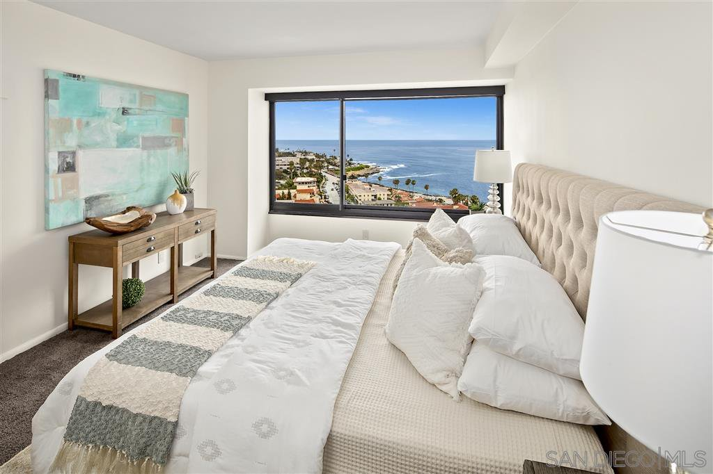Main Photo: LA JOLLA Condo for sale : 3 bedrooms : 939 Coast Blvd #20H
