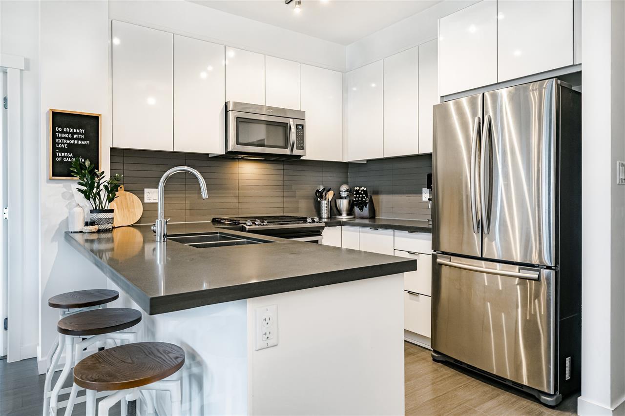 """Main Photo: 402 15168 33 Avenue in Surrey: Morgan Creek Condo for sale in """"Harvard Gardens"""" (South Surrey White Rock)  : MLS®# R2471059"""