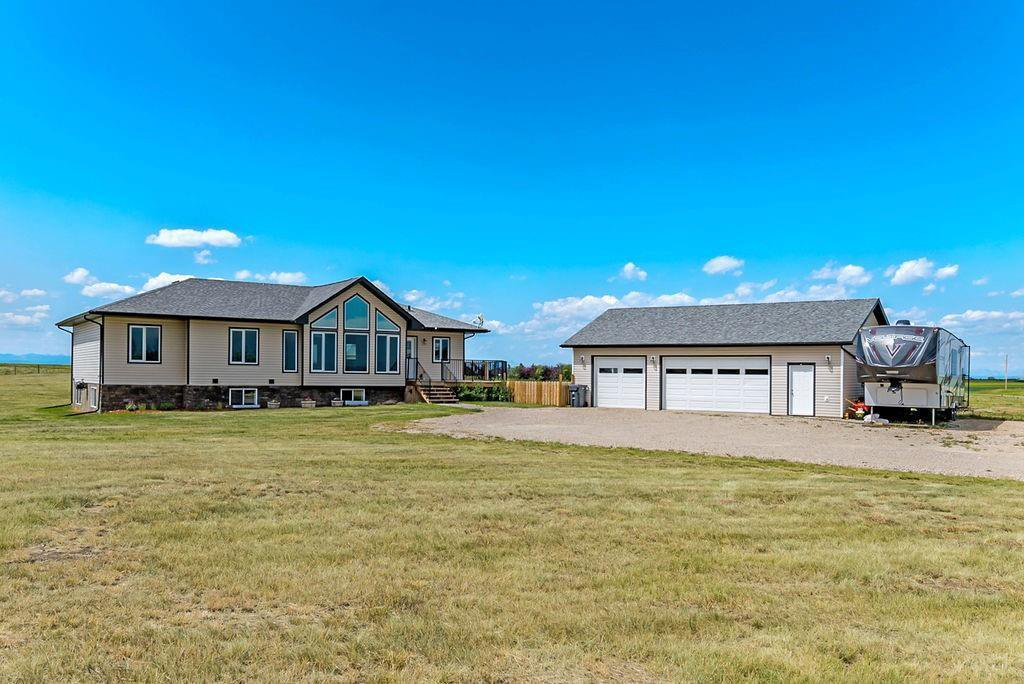 Main Photo: 88135 666 Avenue E: Rural Foothills County Detached for sale : MLS®# C4261884