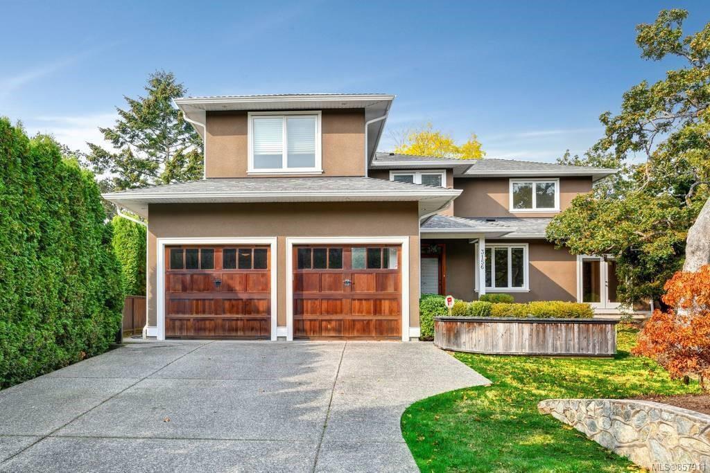 Main Photo: 3156 Woodburn Ave in : OB Henderson House for sale (Oak Bay)  : MLS®# 857911
