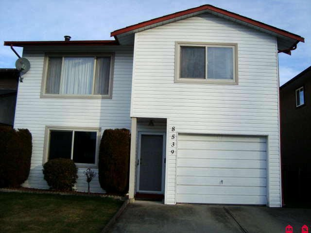 Main Photo: 8539 MCCUTCHEON AV in Chilliwack: House for sale : MLS®# H1000293