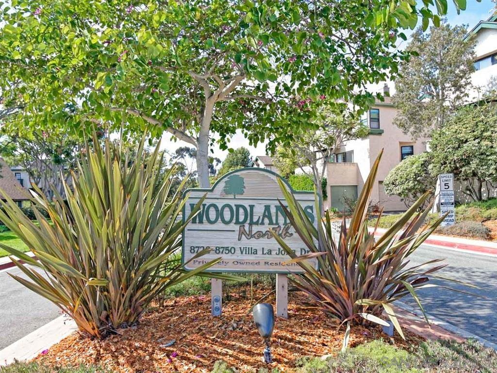 Main Photo: LA JOLLA Townhome for sale : 2 bedrooms : 8738 Villa La Jolla Dr #2