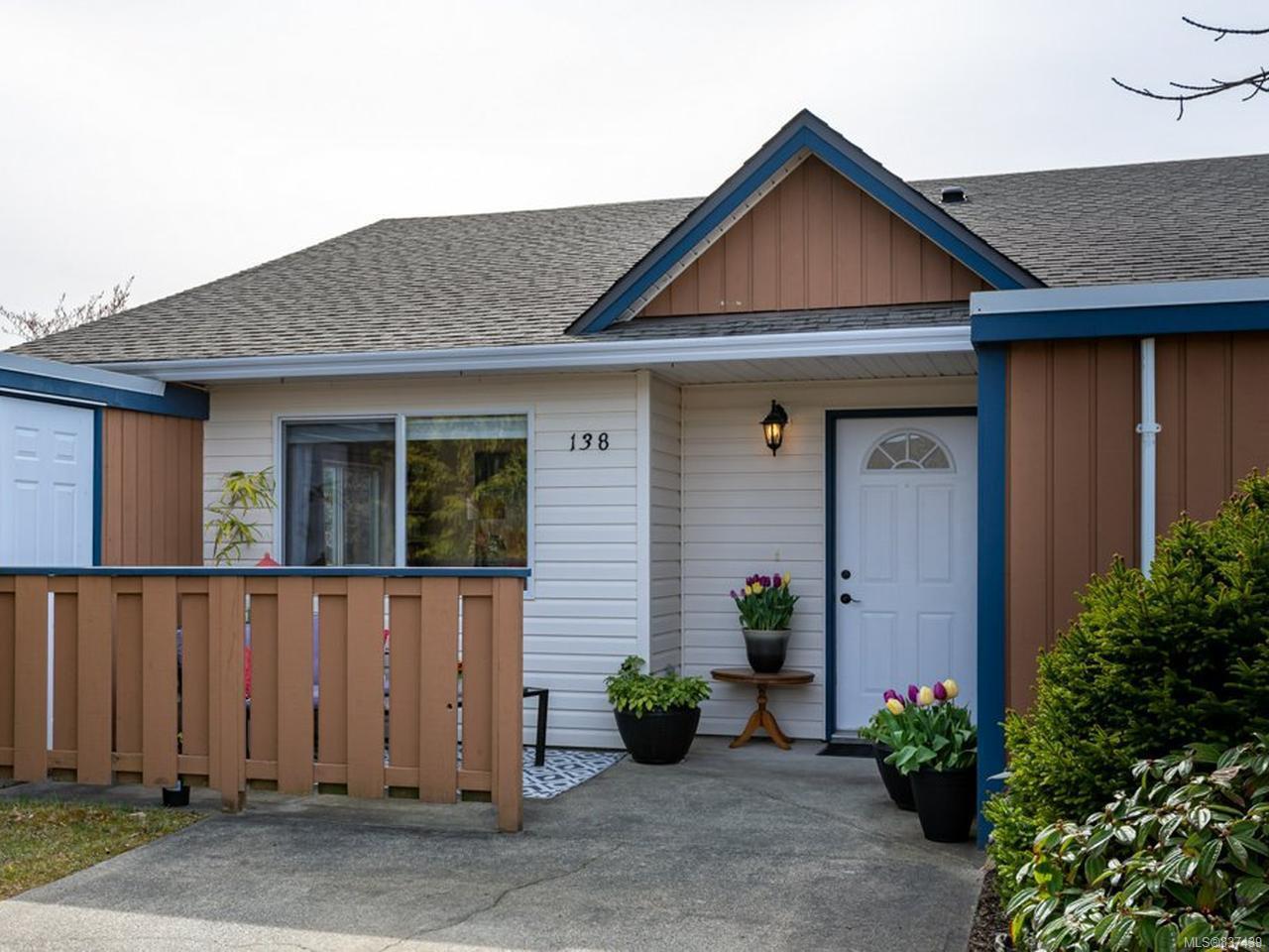 Main Photo: 138 2191 Murrelet Dr in COMOX: CV Comox (Town of) Row/Townhouse for sale (Comox Valley)  : MLS®# 837439