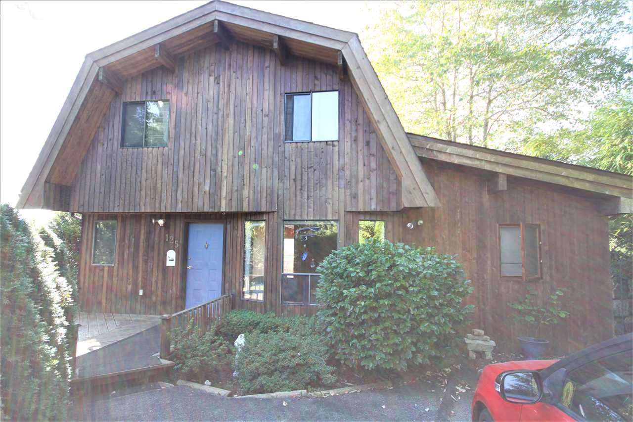 Main Photo: 125 WHARF Road in Gibsons: Gibsons & Area House for sale (Sunshine Coast)  : MLS®# R2497284