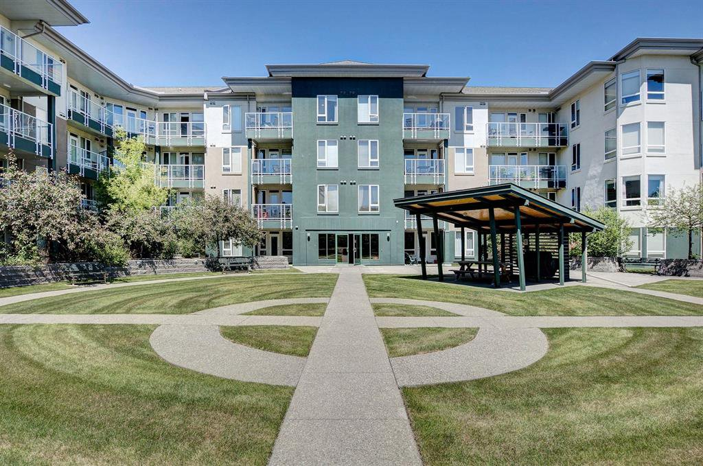 Main Photo: 227 3111 34 Avenue NW in Calgary: Varsity Apartment for sale : MLS®# A1045432