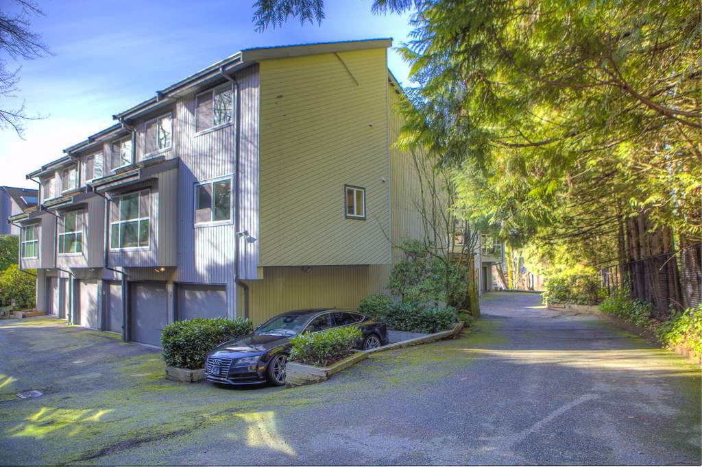 Main Photo: 3 300 MAUDE Road in Port Moody: North Shore Pt Moody Townhouse for sale : MLS®# R2435389