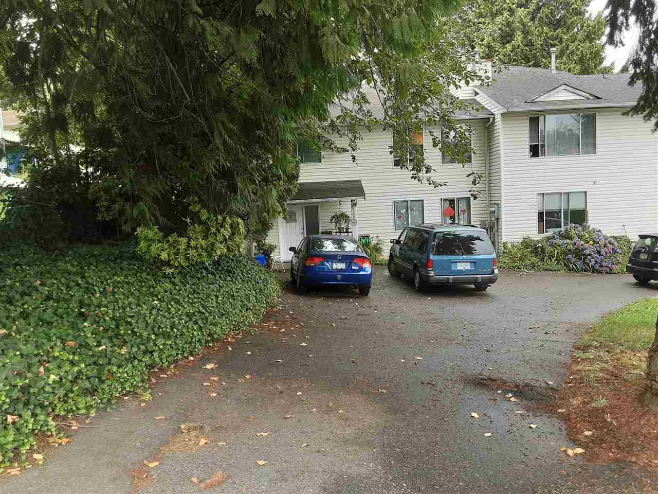 Photo 2: Photos: 10107 120TH Street in Surrey: Royal Heights House 1/2 Duplex for sale (North Surrey)  : MLS®# R2486906