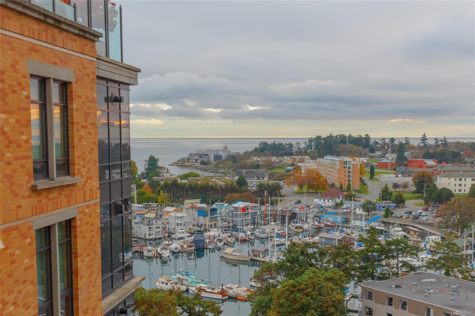 Main Photo: 706 847 Dunsmuir Rd in : Es Old Esquimalt Condo for sale (Esquimalt)  : MLS®# 859255