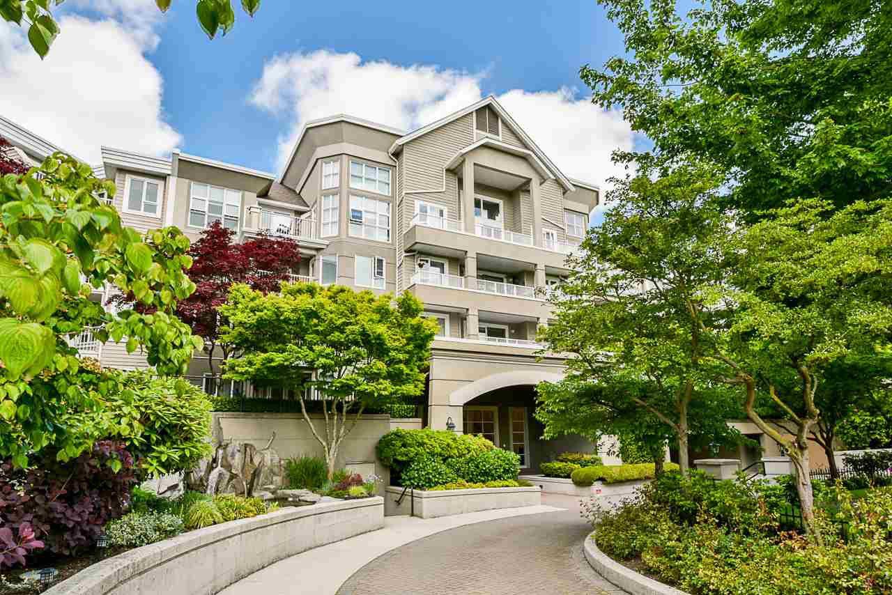 """Main Photo: 303 5888 DOVER Crescent in Richmond: Riverdale RI Condo for sale in """"PELICAN POINTE"""" : MLS®# R2457708"""
