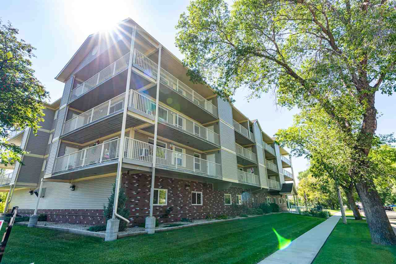 Main Photo: 208 4707 51 Avenue: Wetaskiwin Condo for sale : MLS®# E4210882