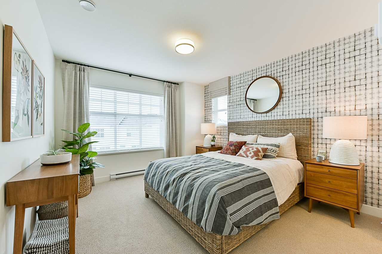 """Main Photo: 53 27735 ROUNDHOUSE Drive in Abbotsford: Aberdeen Townhouse for sale in """"ROUNDHOUSE"""" : MLS®# R2392921"""