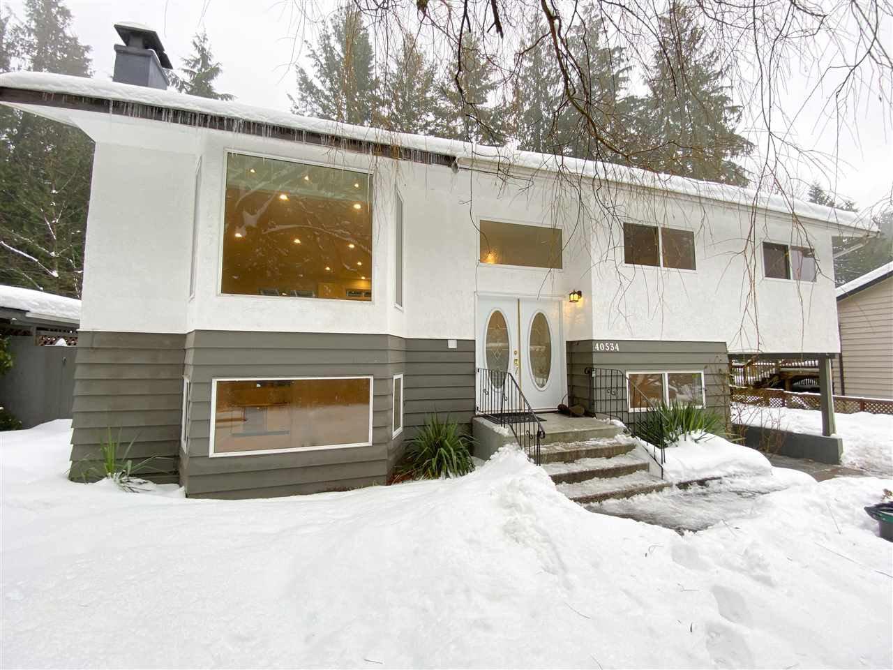 Main Photo: 40534 N HIGHLANDS Way in Squamish: Garibaldi Highlands House for sale : MLS®# R2429736