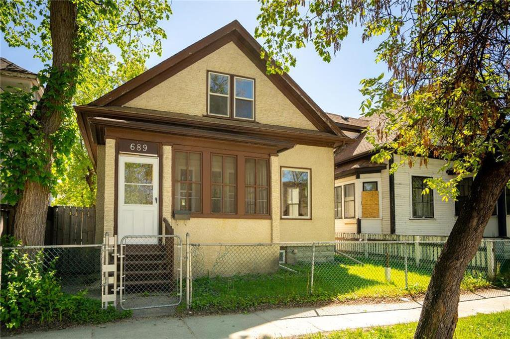 Main Photo: 689 Beverley Street in Winnipeg: West End Residential for sale (5A)  : MLS®# 202009556