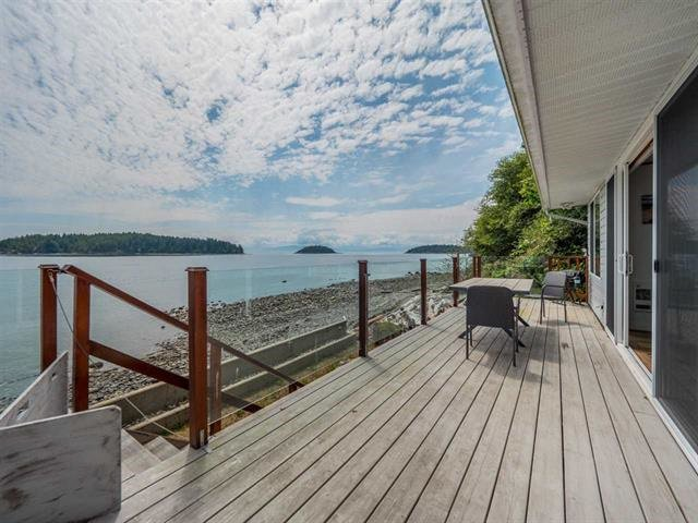 Main Photo: 6243 SUNSHINE COAST Highway in Sechelt: Sechelt District House for sale (Sunshine Coast)  : MLS®# R2473727