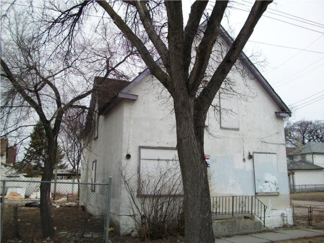 Main Photo: 201 Powers Street in Winnipeg: North End Residential  (Central Winnipeg)  : MLS®# 1005152