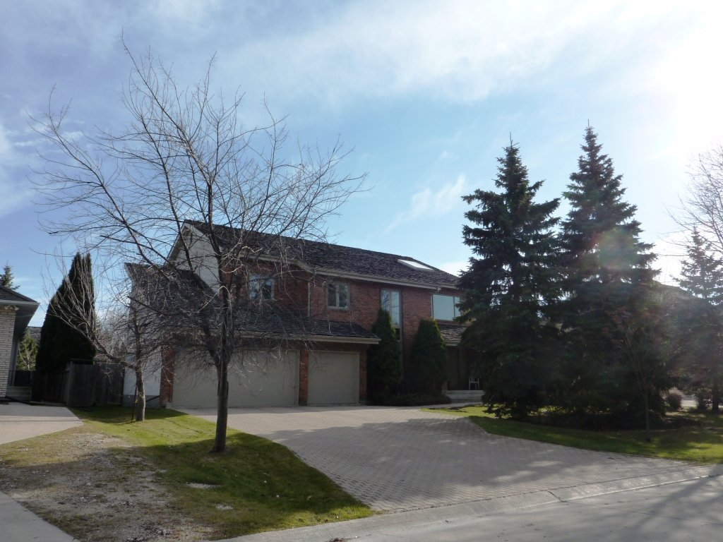 Main Photo:  in Winnipeg: River Heights / Tuxedo / Linden Woods Residential for sale (South Winnipeg)