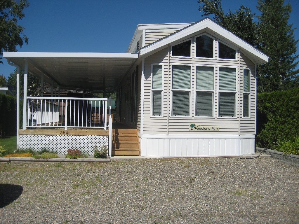 Main Photo: 3980 in Scotch Creek: Manufactured Home for sale : MLS®# 10035984