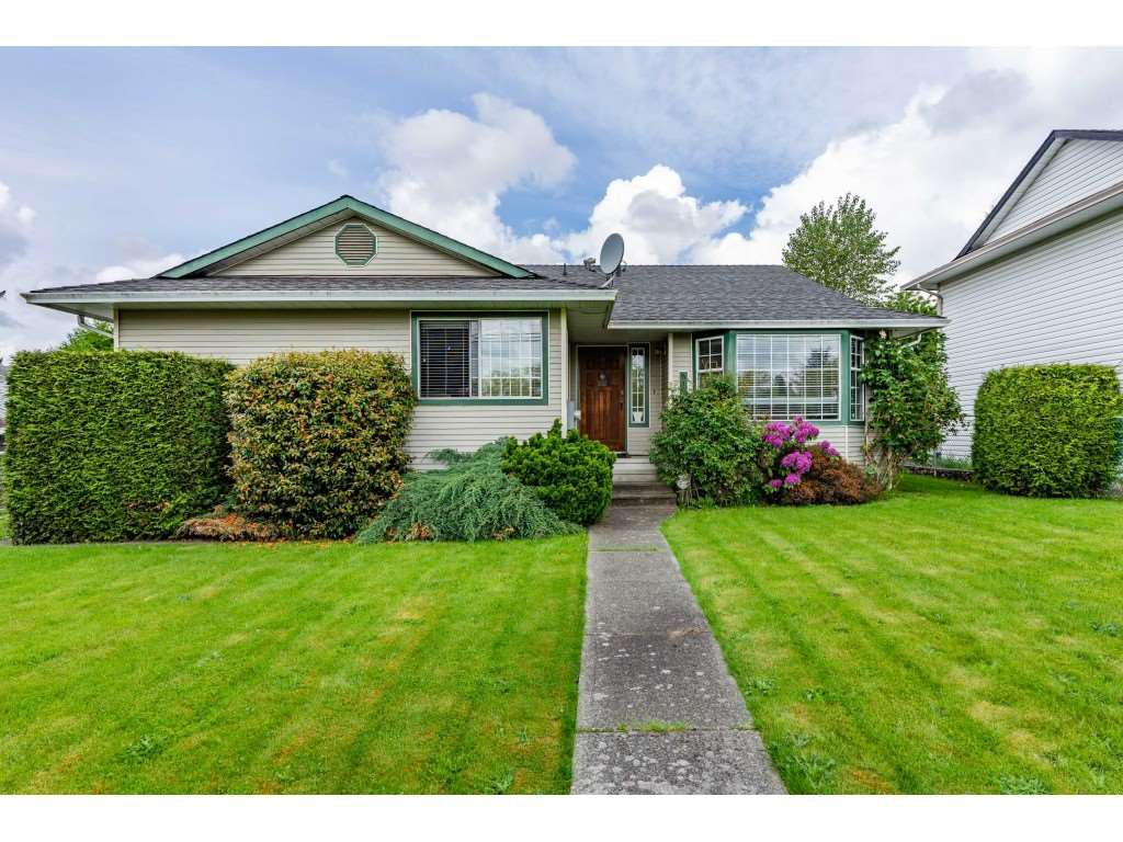 "Main Photo: 6165 192 Street in Surrey: Cloverdale BC House for sale in ""BAKERVIEW HEIGHTS"" (Cloverdale)  : MLS®# R2456052"