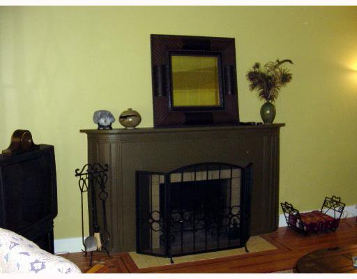 Photo 2: Photos: 215 E 36TH Ave in Vancouver: Main House for sale (Vancouver East)  : MLS®# V647902