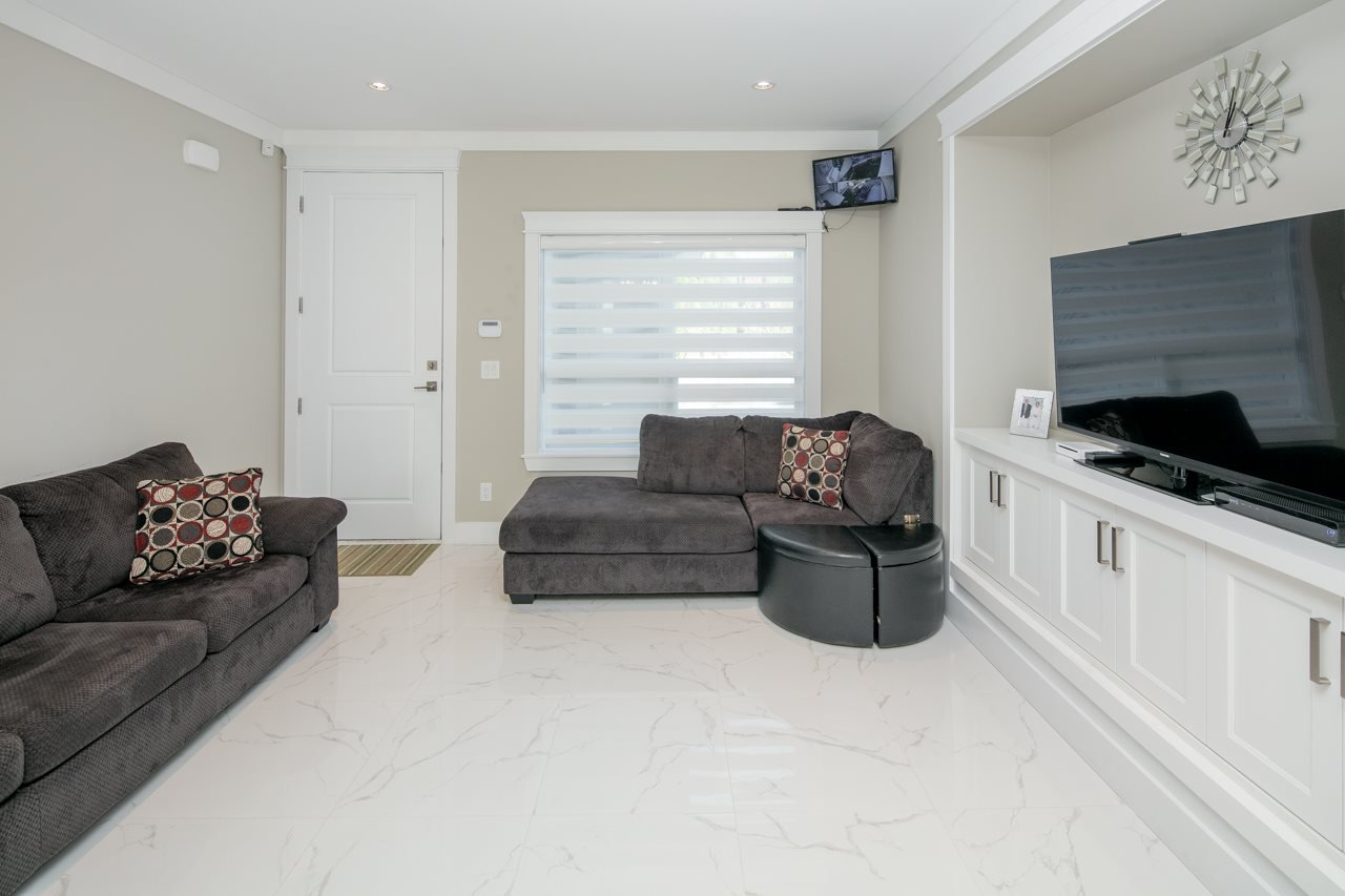 Photo 11: Photos: 7086 NO 2 Road in Richmond: Granville House for sale : MLS®# R2407118