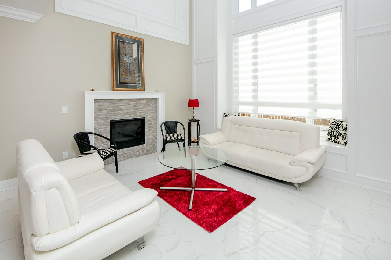 Photo 2: Photos: 7086 NO 2 Road in Richmond: Granville House for sale : MLS®# R2407118
