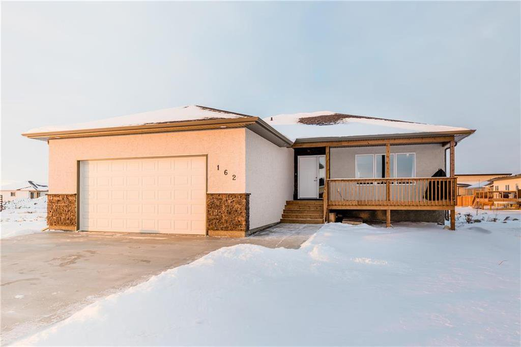 Main Photo: 162 CUTLASS Drive in Steinbach: Southwood Residential for sale (R16)  : MLS®# 202027843