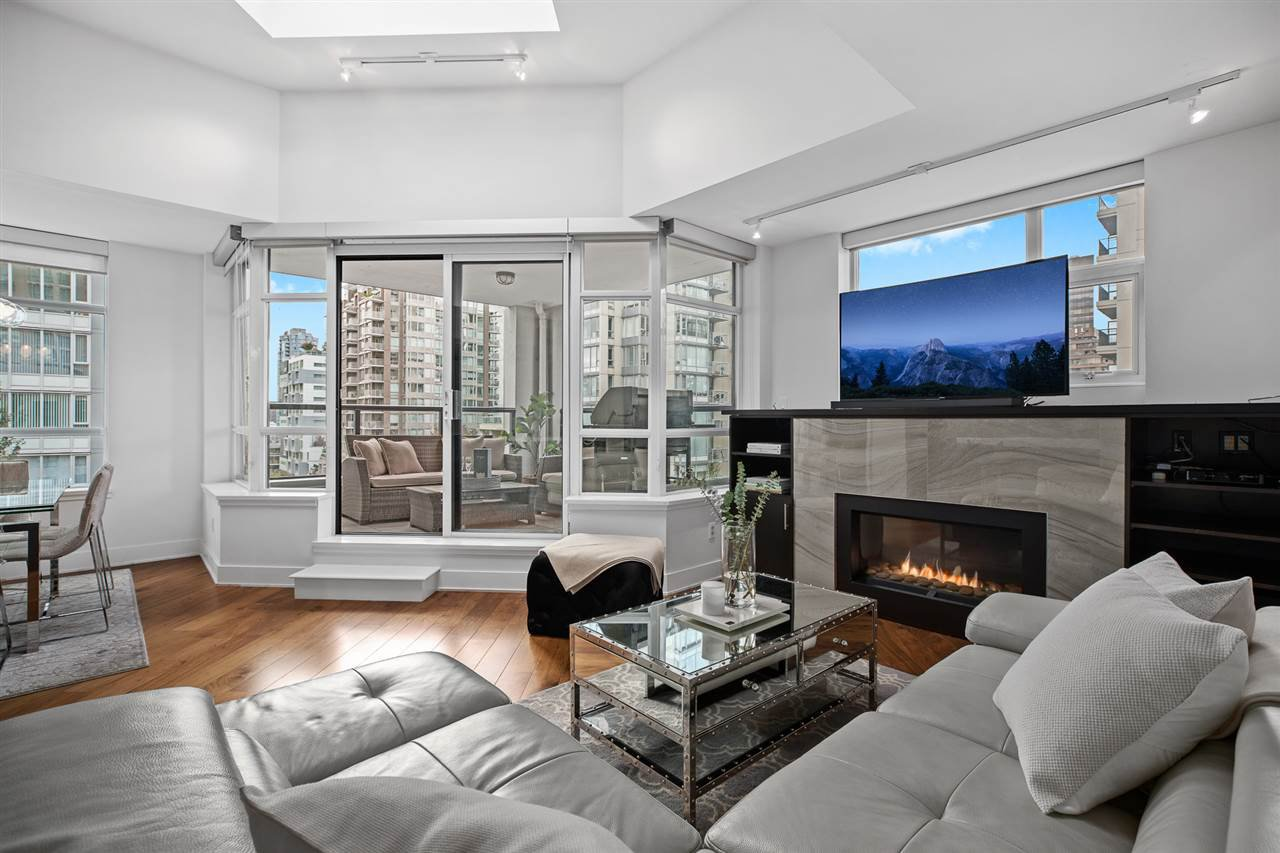 """Main Photo: PH2 988 RICHARDS Street in Vancouver: Yaletown Condo for sale in """"Tribeca Lofts"""" (Vancouver West)  : MLS®# R2412418"""