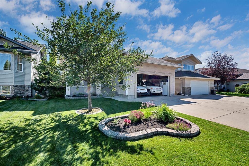 Main Photo: 19 DOBSON Close in Red Deer: Devonshire Residential for sale : MLS®# A1018177