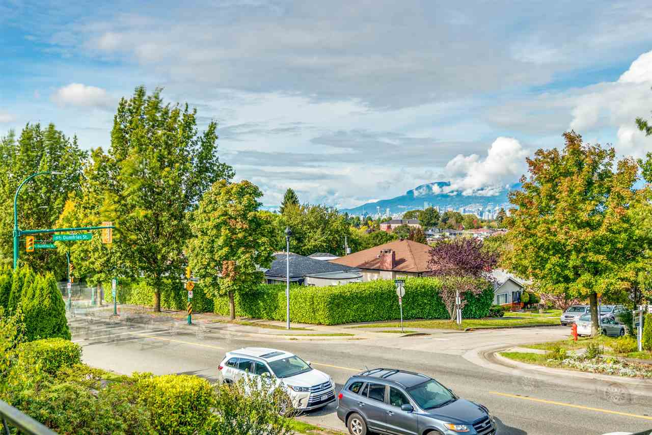 Main Photo: 1542 E 33RD Avenue in Vancouver: Knight House for sale (Vancouver East)  : MLS®# R2509245