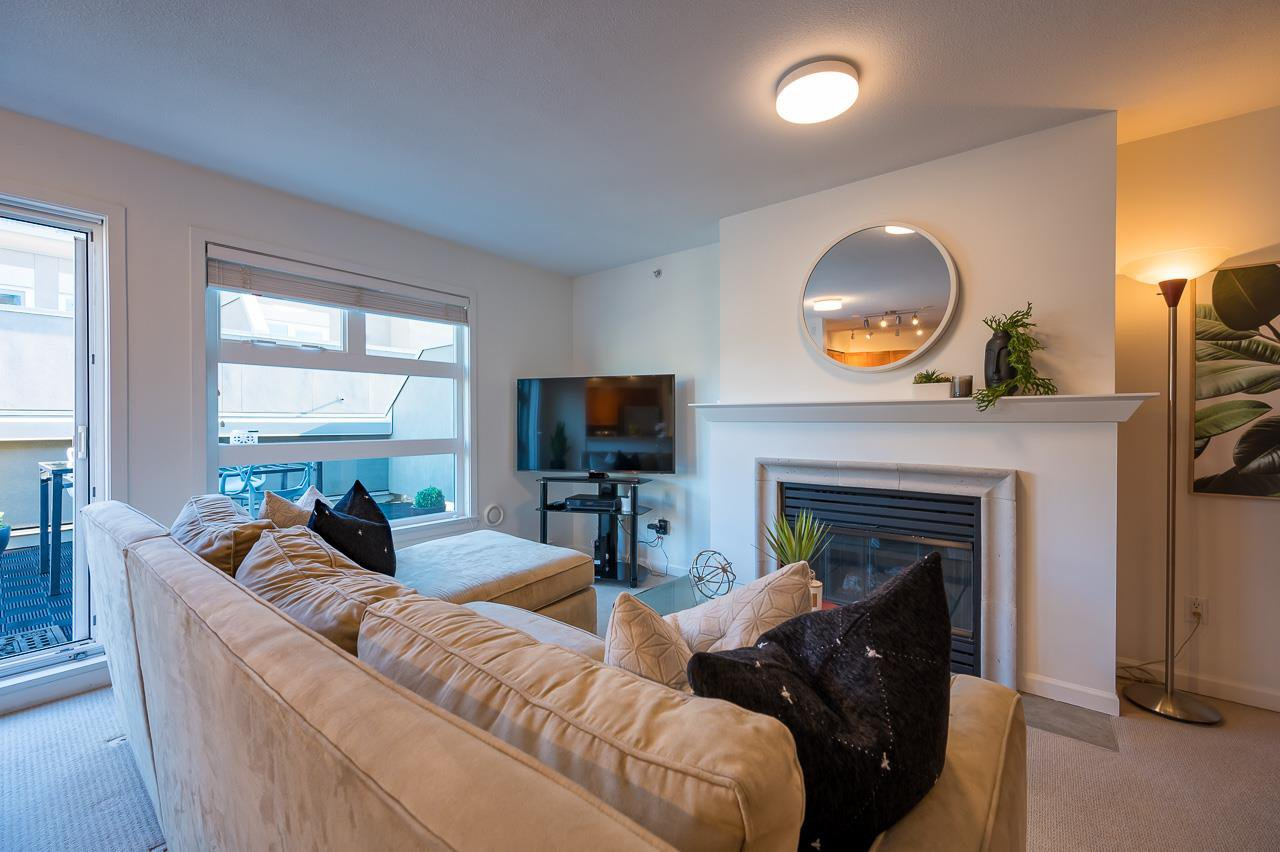 """Main Photo: PH 401 2181 W 12TH Avenue in Vancouver: Kitsilano Condo for sale in """"THE CARLINGS"""" (Vancouver West)  : MLS®# R2516161"""