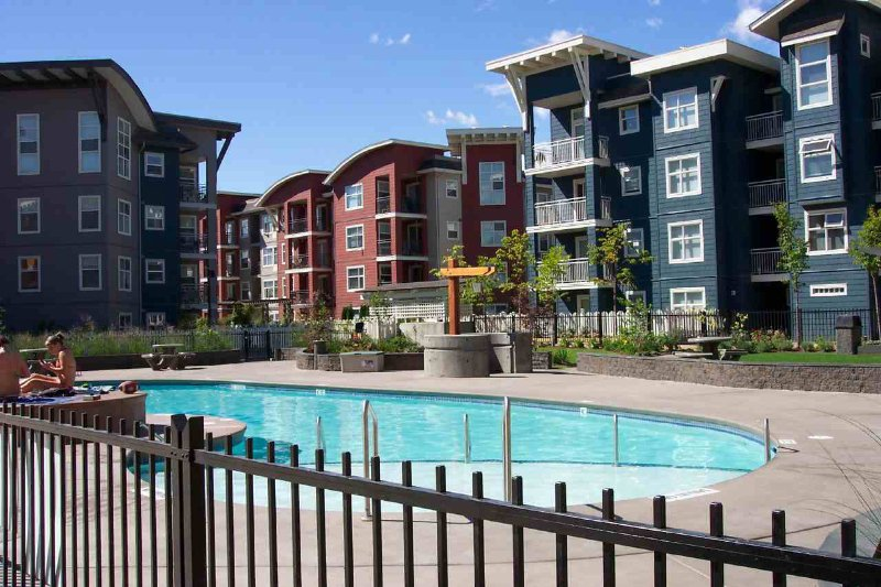 Main Photo: 306 547 Yates Road in Kelowna: North Glenmore Apartment Unit for sale (Central Okanagan)  : MLS®# 9196708