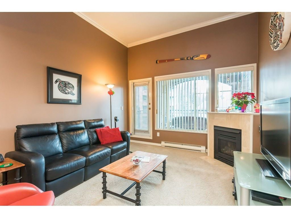 "Photo 8: Photos: 404 3065 PRIMROSE Lane in Coquitlam: North Coquitlam Condo for sale in ""LAKESIDE TERRACE"" : MLS®# R2428749"