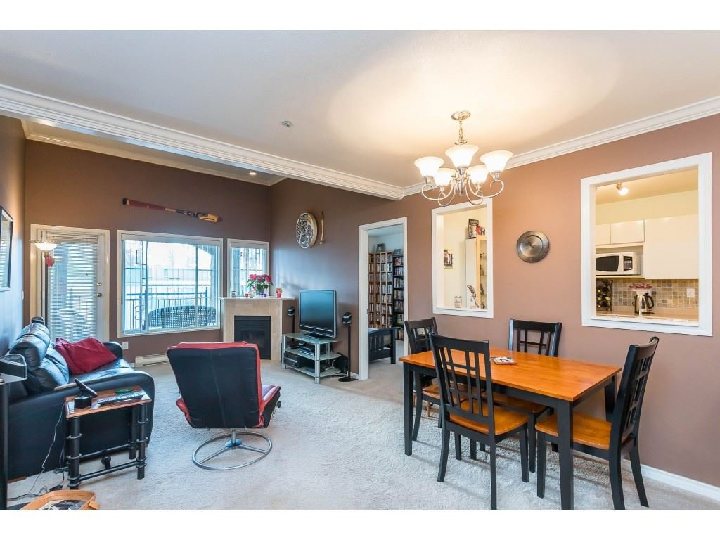 "Photo 6: Photos: 404 3065 PRIMROSE Lane in Coquitlam: North Coquitlam Condo for sale in ""LAKESIDE TERRACE"" : MLS®# R2428749"
