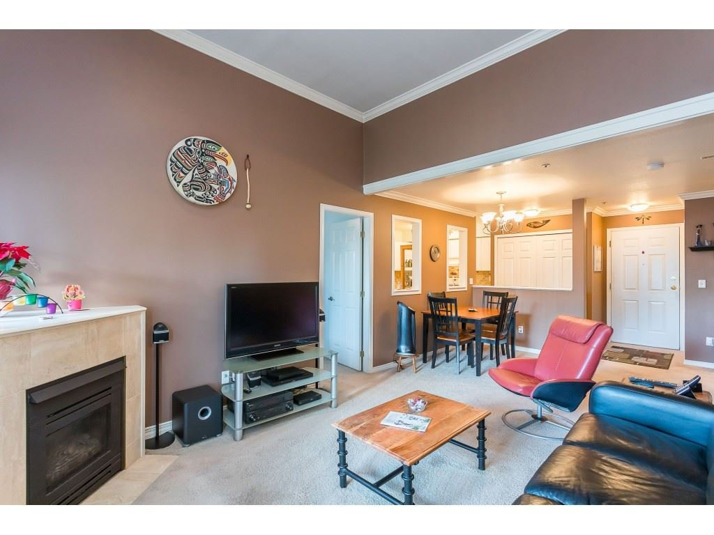 "Photo 10: Photos: 404 3065 PRIMROSE Lane in Coquitlam: North Coquitlam Condo for sale in ""LAKESIDE TERRACE"" : MLS®# R2428749"