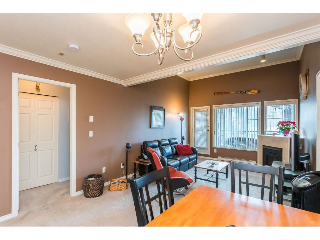 "Photo 7: Photos: 404 3065 PRIMROSE Lane in Coquitlam: North Coquitlam Condo for sale in ""LAKESIDE TERRACE"" : MLS®# R2428749"