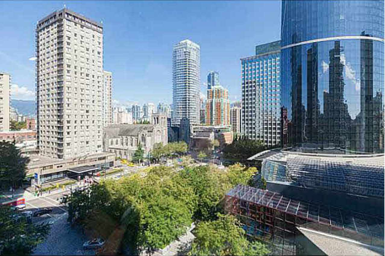 "Main Photo: 1006 1050 BURRARD Street in Vancouver: Downtown VW Condo for sale in ""The Wall Centre"" (Vancouver West)  : MLS®# R2441177"