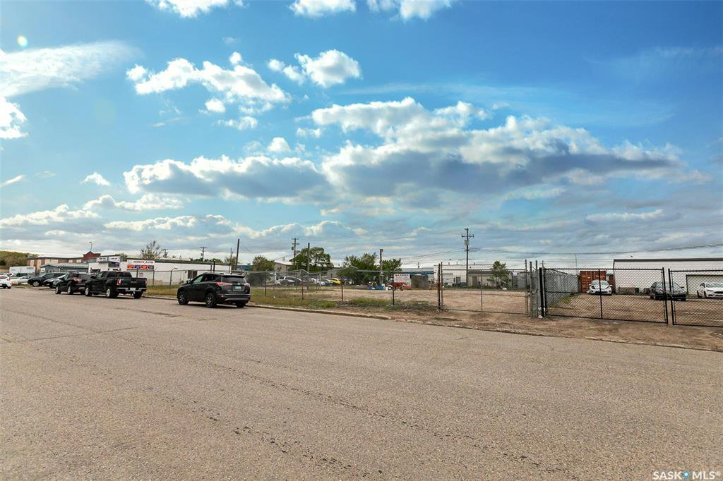 Main Photo: 502 42nd A Street East in Saskatoon: North Industrial SA Commercial for sale : MLS®# SK813125