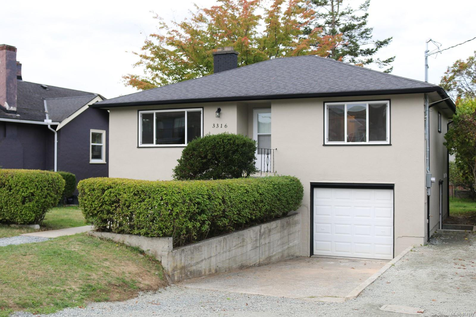 Main Photo: 3316 Aldridge St in : SE Mt Tolmie House for sale (Saanich East)  : MLS®# 857877