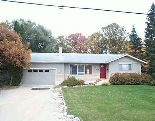 Main Photo: 625 LAXDAL Road in Winnipeg: Murray Park Single Family Detached for sale (South Winnipeg)  : MLS®# 2516186